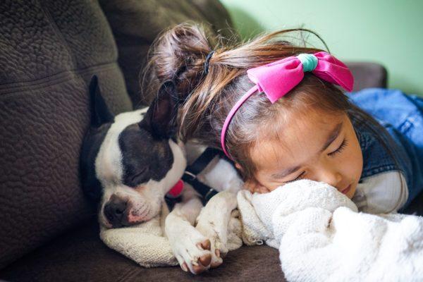 Eine gute Schlafhygiene und regelmäßige Pausen helfen deinem Körper, wieder einen eigenen Rhythmus zu finden.
