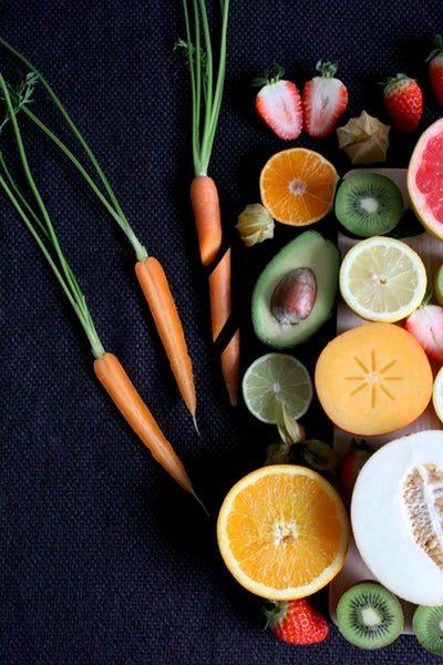 Vitalstoffe halten Dich und Deinen Körper gesund und fit! Du findest sie unter anderem in frischem Obst und Gemüse.