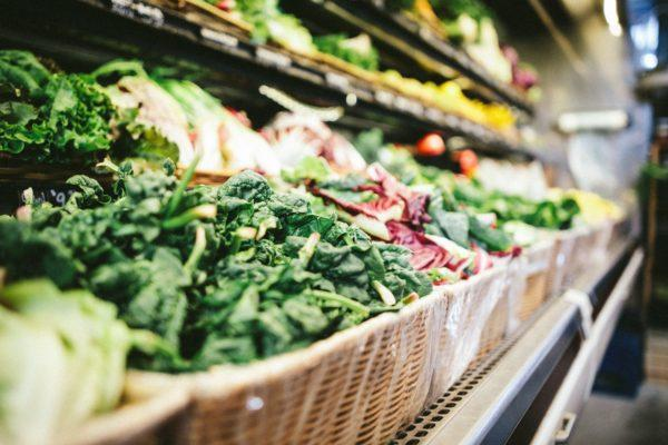 Viel frisches Grün trägt zu einer vollwertigen Ernährung bei und bringt deinem Körper viele Vitalstoffe.