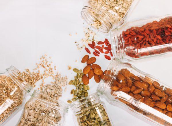 Magnesium ist unter anderem in Nüssen und Hülsenfrüchten zu finden.